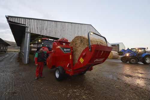 Easy loading of Bales - 864